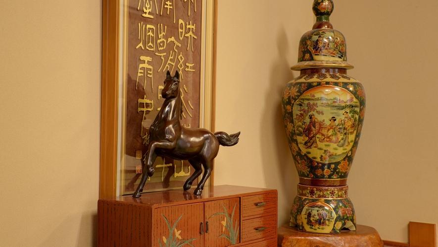 *【本館/2間和室】お部屋にも馬に関係した備品を飾っております。