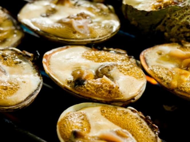 大アサリ焼きイメージ - 香ばしい香りが辺り一面に漂う
