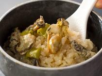 [カキ釜飯]冬季(10~3月まで)限定。牡蠣の旨みが御飯に染み込んでます。