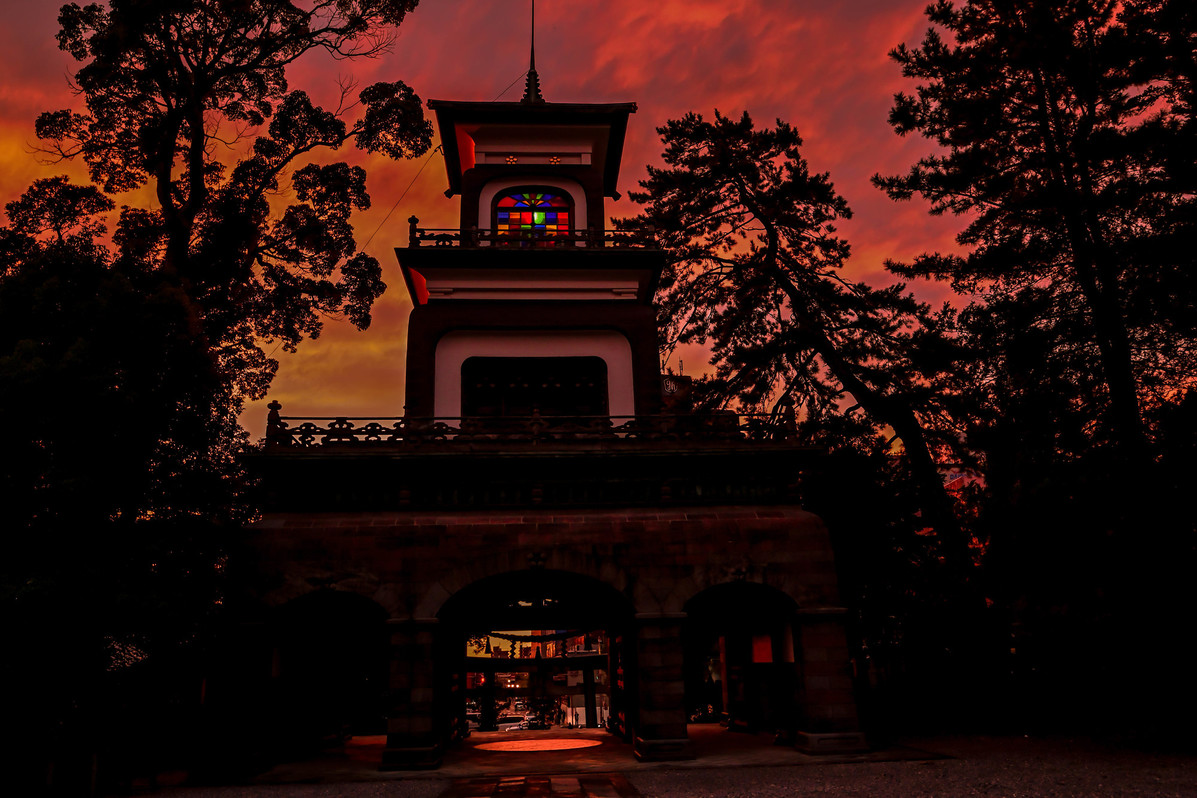 尾山神社神門 夕焼け