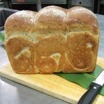 *自家製パン