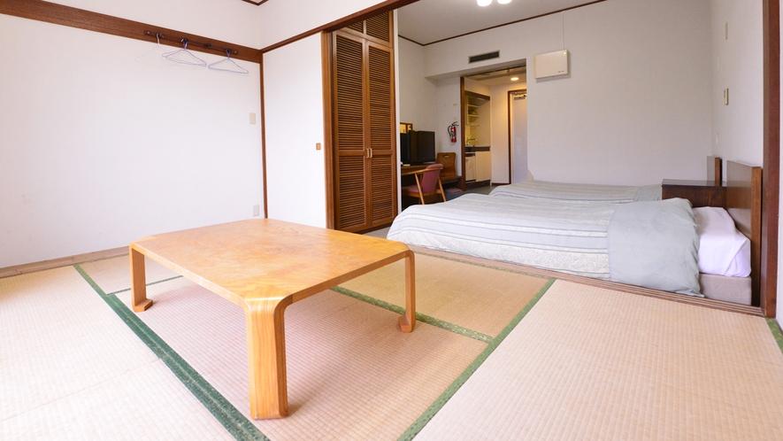 *和洋室(客室一例)/和室と2ベットルーム、そして沖縄の太陽が降り注ぐバルコニーがございます!
