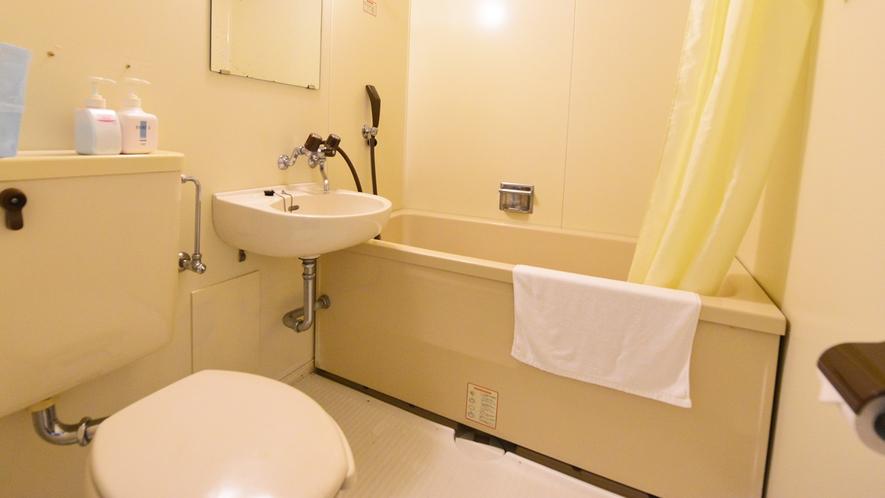 *和洋室(客室一例)/ユニットバスも完備いたしております。