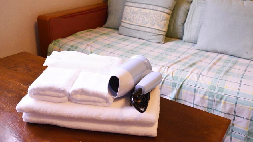 *客室アメニティ/バスタオル、ドライヤーなど、取り揃えています。