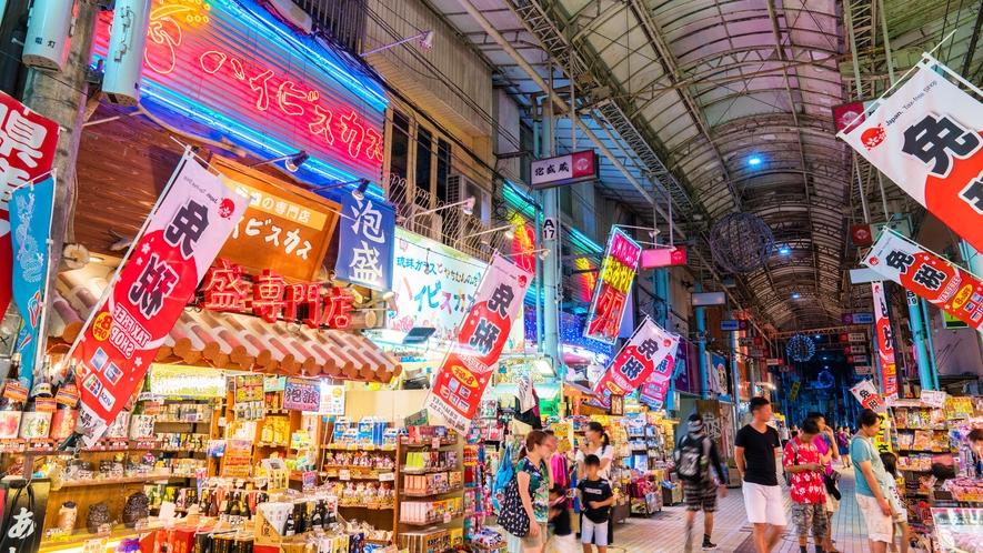 **国際通り/当館から車で約1時間。沖縄屈指の人気スポットでグルメやショッピングをお楽しみ下さい♪