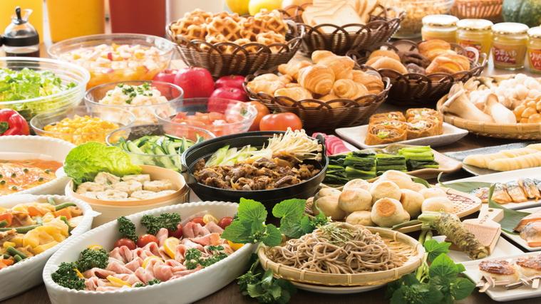 朝食は30種類以上の和洋ブッフェ