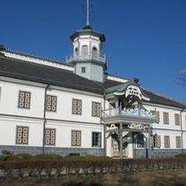 【旧開智学校】重要文化財に指定されている、日本で最も古い小学校。ホテルから徒歩で約20分