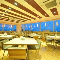 【レストラン】夜 松本駅を真下に見下ろす夜景が見れます。