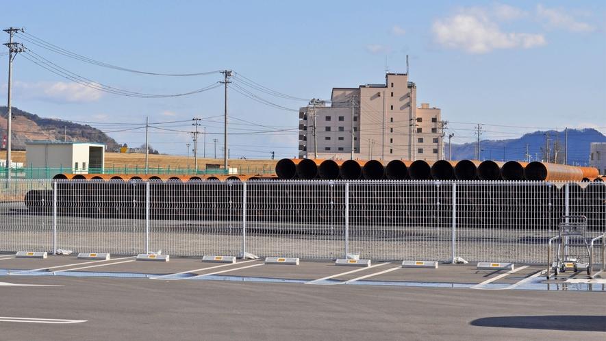 【周辺】イオン釜石の駐車場から見たホテル