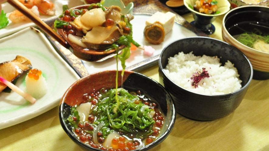 【番屋仕込み御飯】いくら、あわび、ホタテ、イカ、めかぶなどが入っている当館イチオシの絶品ご飯です!