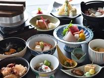 【ご夕食の一例】三陸の食材を使用した当館自慢の和食膳をお召し上がりください。