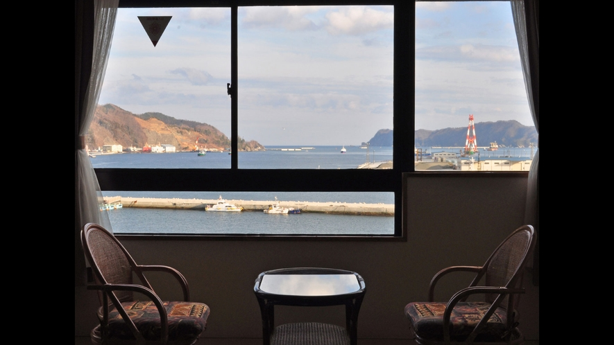 【和室12畳】全室オーシャンビューで釜石湾を一望できる絶好のロケーションです。