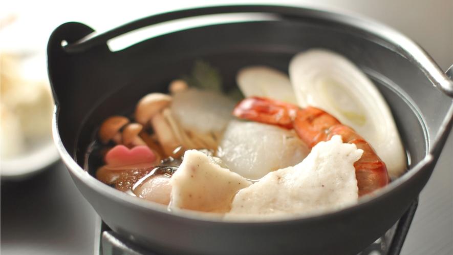 【ご夕食の一例】海の幸を使用したやさしいお鍋で、心も身体もあたたまります。