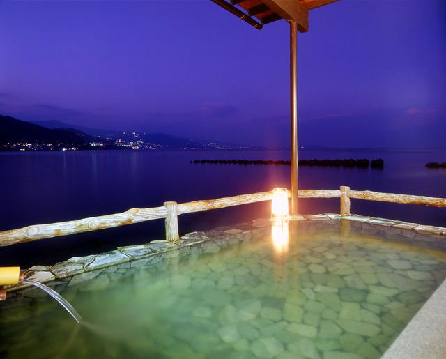 「海に浮かぶ露天風呂」