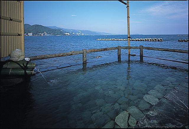 『海に浮かぶ露天風呂』