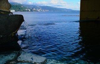 海に浮かぶ露天風呂(御婦人用)