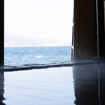 海に浮かぶ露天風呂