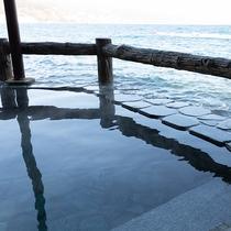 海に浮かぶ露天風呂2