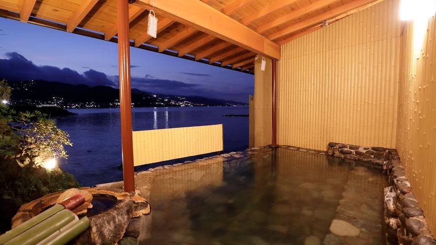 夜景を望む大浴場
