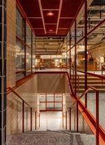 Stair to Foodhall フッドホールへ階段