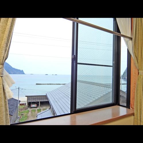部屋から見た海