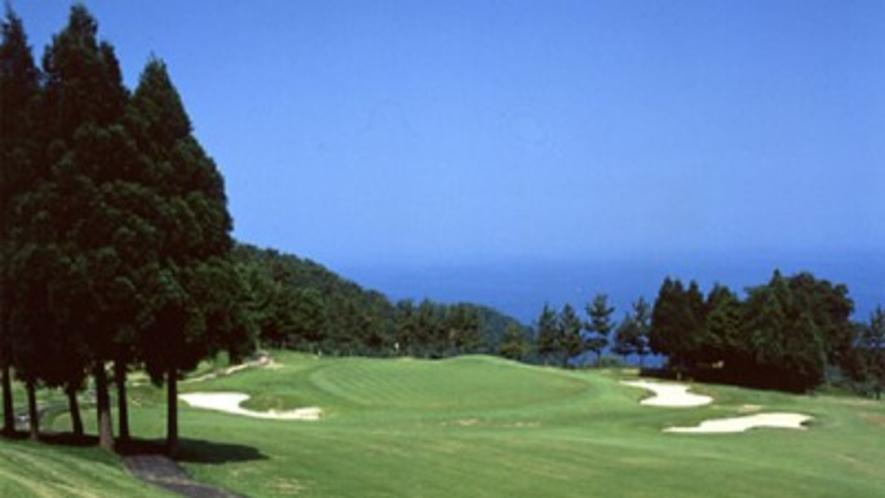 「甲羅戯」の近郊には、「城崎C.C.」や「久美浜C.C.」などのゴルフ場があります