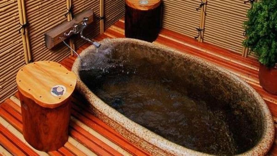 「いいゆ」の露天風呂です。屋根は付いておりますが風は通ります。