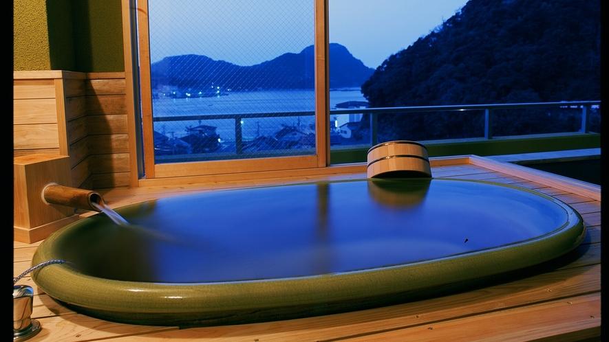 「つきあんこう」では、柴山港を臨む「半露天の温泉風呂」をお楽しみいただけます