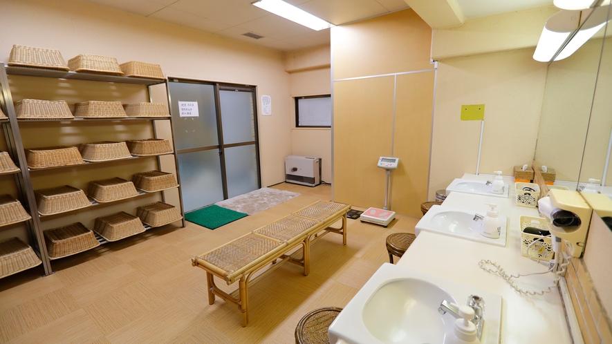 中浴場の脱衣所