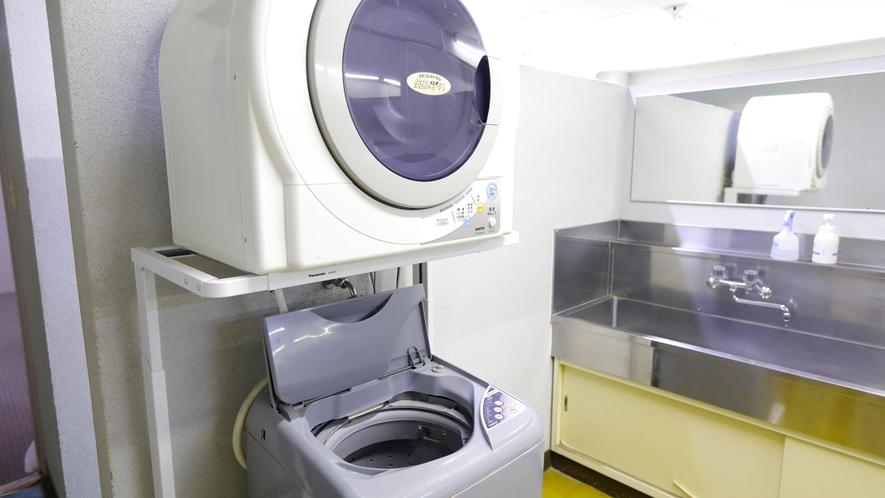 洗濯機・乾燥機 。長期滞在に便利な無料ランドリーもございます。(洗剤は売店で販売しております)