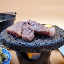 【夕食UPグレード】和牛の溶岩焼き