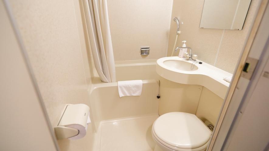 別館客室のユニットバス。客室のユ二ットバスのお湯も温泉です。