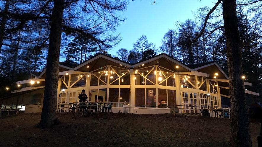 【期間限定BBQプラン】会場はレストランラプソディー周辺。夜はライトアップが綺麗です♪