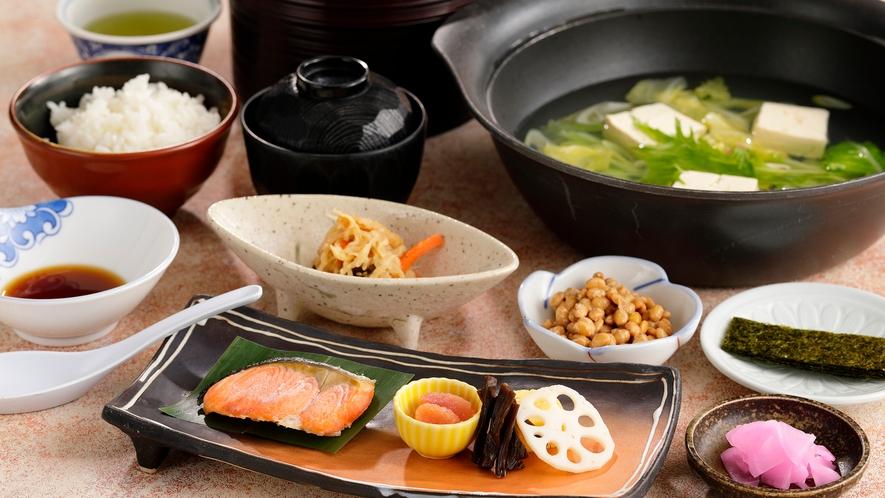 朝食の一例(和定食)お魚、湯豆腐など、バランスを考えた和定食です。