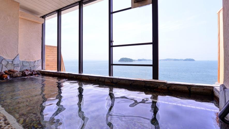 *大浴場/温かい湯船に浸かりながら、目の前に広がる三河湾の絶景に心癒されるひと時を。