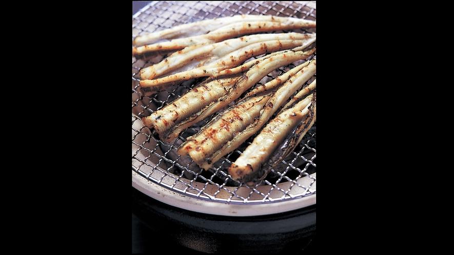 *<あなご白焼き>生け簀から捌いてそのまま白焼きにした後は生姜醤油でさっぱりと味わいます