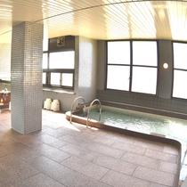 【大浴場】旅の疲れやテニスで流した汗を大浴場でリフレッシュして下さい