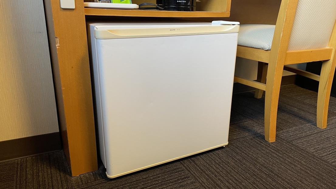 【冷蔵庫】中は空になっております。お客様のご都合に合わせてご利用くださいませ。