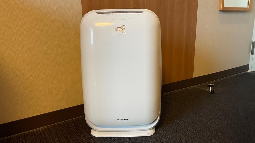 【加湿機能付き空気清浄機】 お水を入れる際は、設置してあるポットをご利用くださいませ。