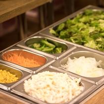【バイキング朝食】サラダバーでしっかり栄養補給!