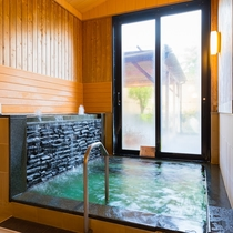【内風呂】サウナ等で汗を流した後はこちらの水風呂で!