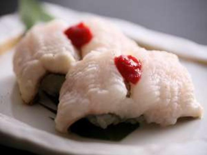活ハモの握り寿司