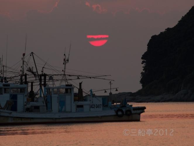 漁港からの夕日