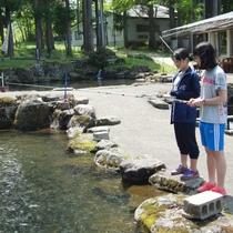 【釣り堀体験】当館目の前の釣り堀場で楽しめます♪