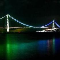 男性専用大浴場より明石海峡大橋夜景遠望できます。ライトの色は季節ごとに変わります。