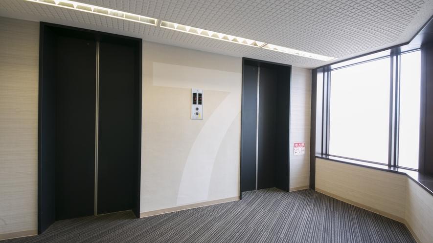 客室フロアーのエレベーターホール