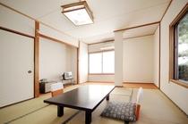 【1階和室8畳バストイレ付き】