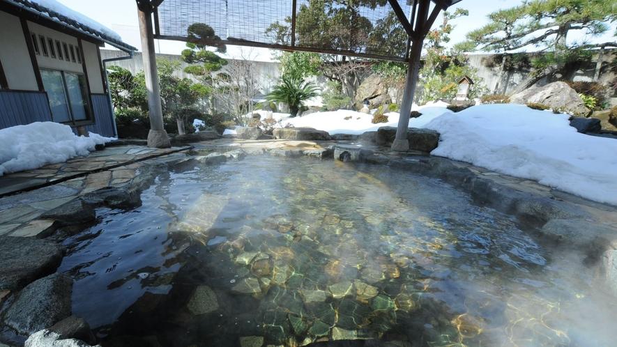◆露天風呂:塩化物硫黄泉の源泉かけ流しの庭園露天風呂