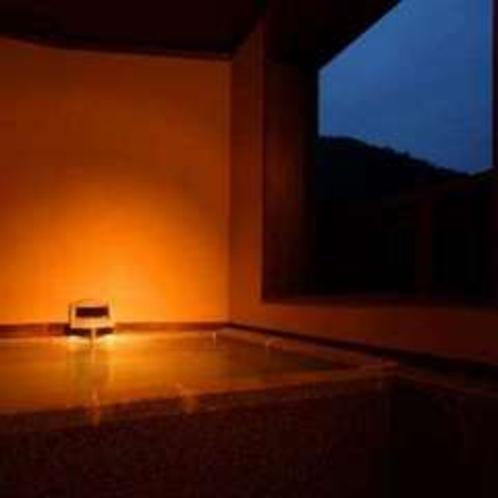 新客室の露天風呂(そよぎの間-雲雀)