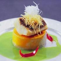 懐石一例:鯛のグリーンソース仕立て